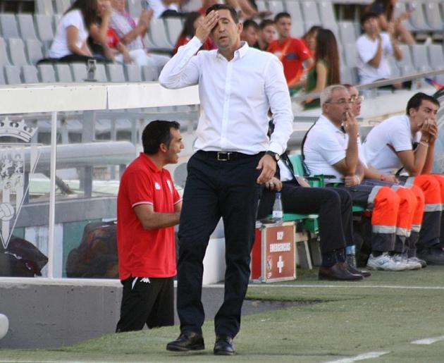 Juan Merino se echa la mano a su rostro.