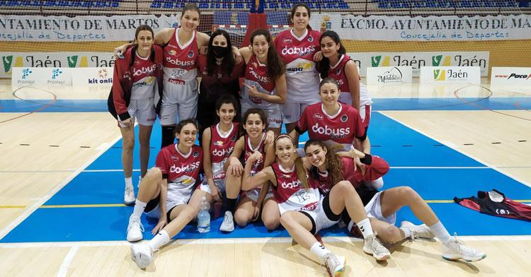 La felicidad de las jugadoras del Dobuss Córdoba Básket tras la victoria