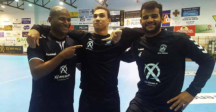 De izquierda a derecha, Anderson Mollino, Joao Pedro y Marcio Silva, los tres brasileños del Ángel Ximénez deseando de volver a competir en la Asobal.