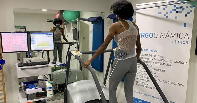 Natalia Mills pasando el reconocimiento médico en Ergodinámica. Foto: CCF