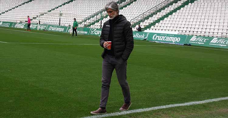 Pablo Alfaro en los prolegómenos del partido ante el Linares.