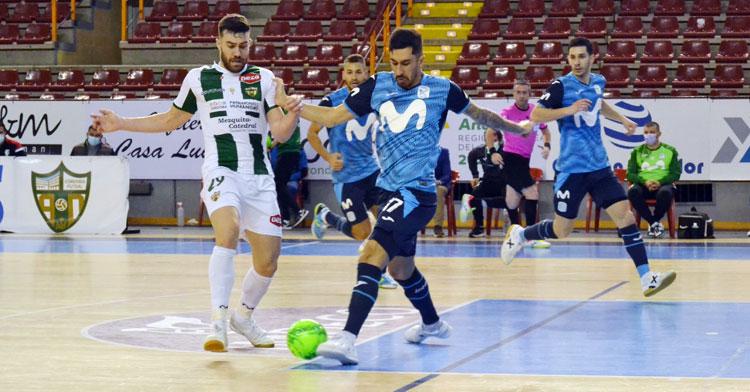 Alberto Saura porfiando por un balón en el duelo contra el Inter. Autor: Javier Olivar