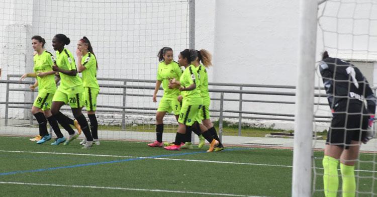 Las jugadoras pozoalbenses celebrando el tanto de Natalia Montilla. Foto: CD Pozoalbense
