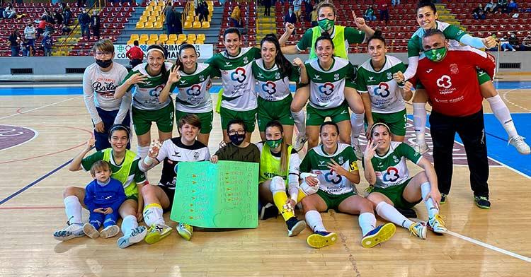 La plantilla del Deportivo Córdoba Cajasur celebra la victoria por 9-1 ante Camoens