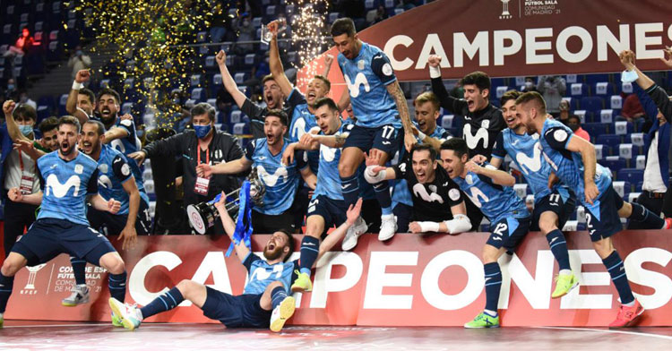 La alegría de los jugadores del Inter al recibir su título. Foto: Movistar Inter