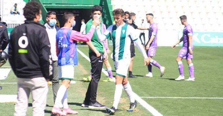 Alberto Del Moral celebrando el pase con Alberto Espeso.