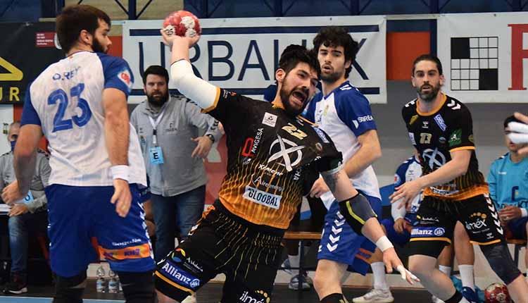 Javi García armando el brazo tras superar al defensa del Fraikin Granollers.