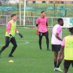 Juliaan Laverge y Javi Romero entrenando con el primer equipo del Córdoba CF por la lesión de Isaac Becerra.