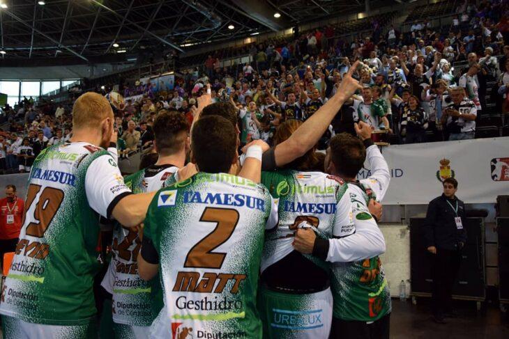 La Legión Pontana vibrando con su equipo en el Madrid Arena tras eliminar al Fraikin Granollers en la Coa del Rey de 2018.