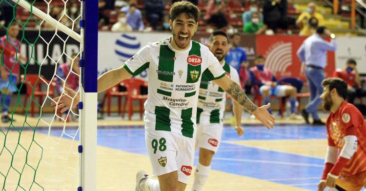 Lucas Perin celebrando el tanto ante Peñíscola. Foto: Córdoba Futsal