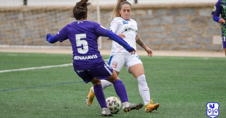 Natalia Montilla en la disputa de un esférico. Foto: CD Pozoalbense Femenino