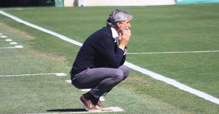 Pablo Alfaro Siguiendo con tensión los minutos finales del partido.