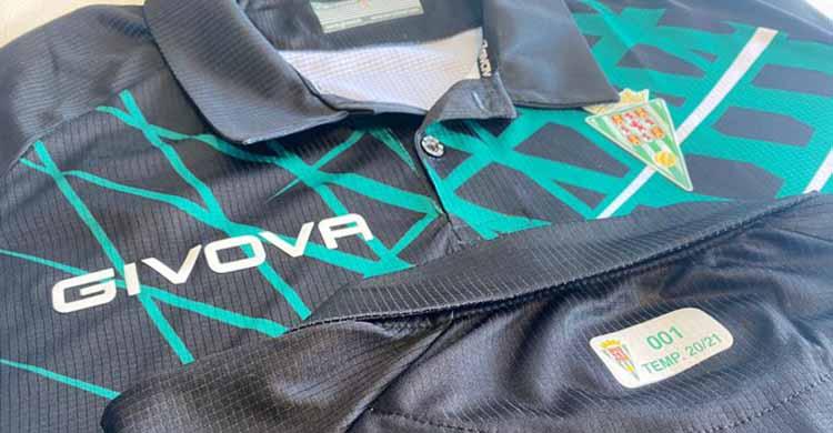 Los primeros polos de Givov para los abonados ya están personalizados.