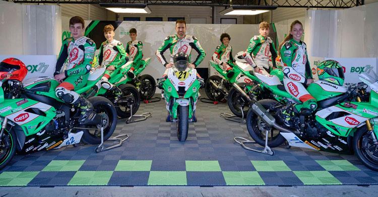 Los pilotos del DEZA – BOX 77 Racing Team para la temporada 2021. Foto: Pix MotoRR