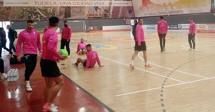 Los jugadores del Córdoba Patrimonio trabajando en Tudela. Foto: @CordobaFutsal