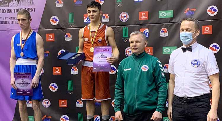 Rafa Lozano sigue subiendo a los más alto del podio a nivel internacional.
