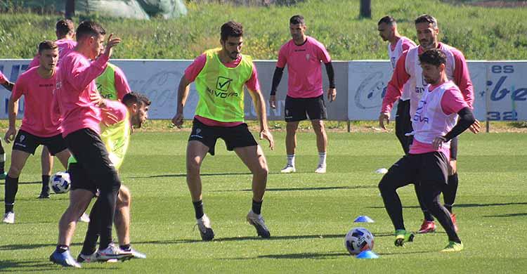 Alberto Ródenas no se ejercitó ningún día de la semana con el resto de sus compañeros y se caerá de la convocatoria ante el Betis Deportivo.