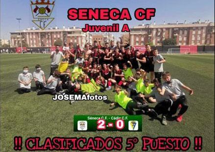La imagen de alegría del juvenil A del Séneca CF. Imagen: Josema Fotos