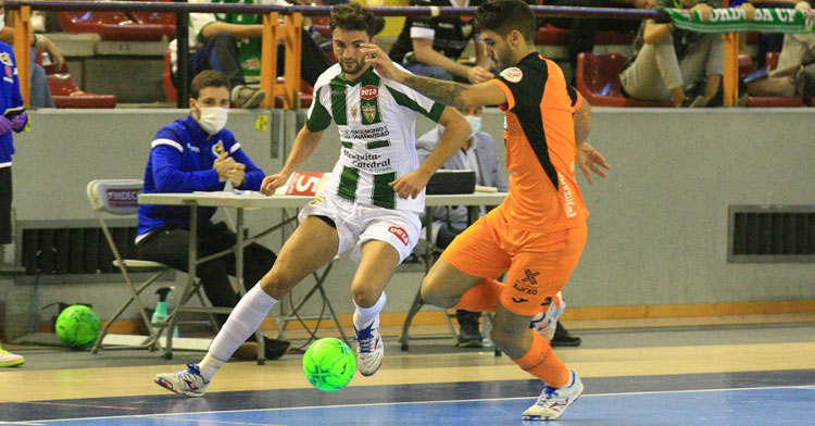 Zequi, uno de los jugadores más en forma del Córdoba Patrimonio, en el partido de ida contra Burela. Foto: @CordobaFutsal