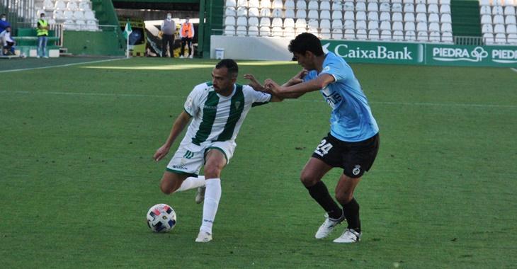 De las Cuevas ante un rival. Autor: Paco Jiménez