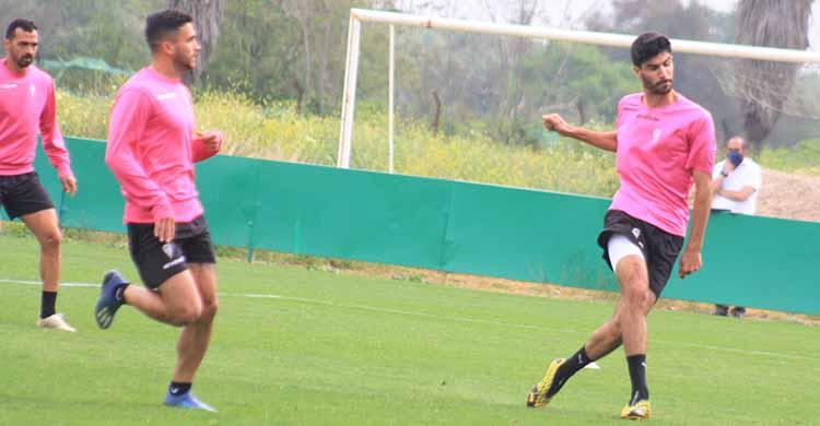 Ricardo Visus entrenando con el primer equipo del Córdoba CF.