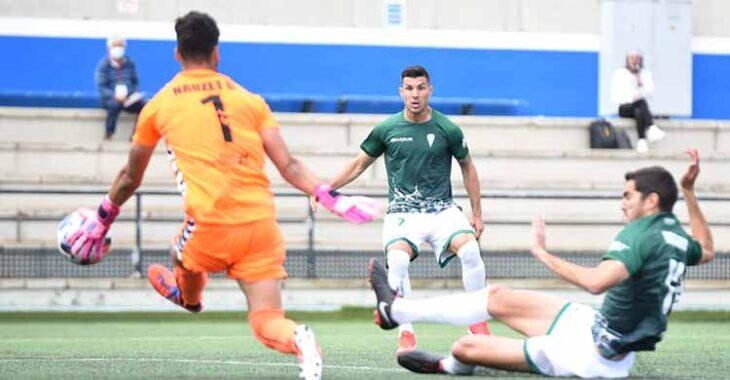 Bernardo Cruz en la acción del gol ante Nauzet García con Willy al fondo.