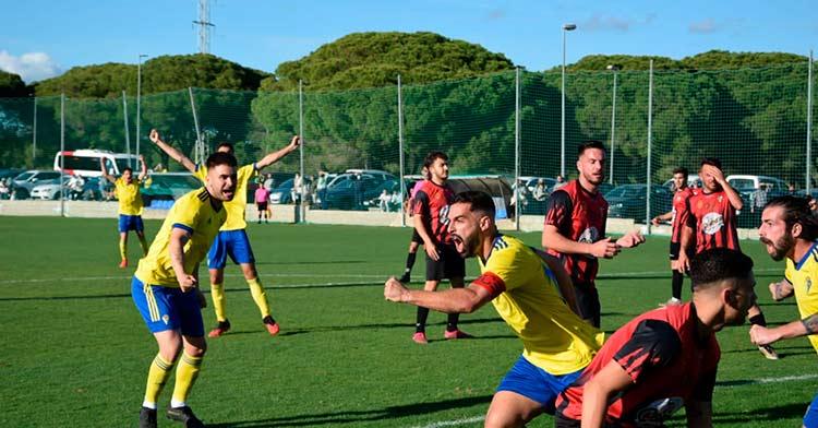 Los jugadores del Cádiz B celebran el tanto conseguido en la derrota ante el Real Murcia (2-1) la pasada jornada.