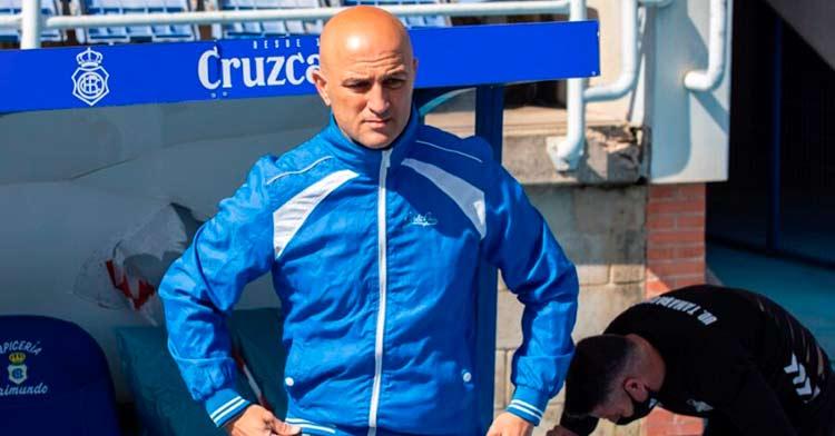 Chus Trujillo, entrenador del Tamaraceite, en la banda del Nuevo Colombino. Foto: Totti / Huelva24.com