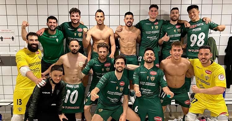 La alegría de la plantilla del Córdoba Patrimonio tras su victoria en Zaragoza (1-2).