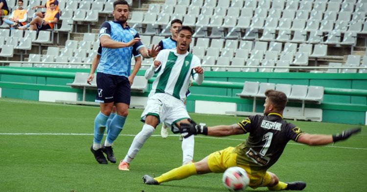 Diego Domínguez anotando el segundo de sus tantos. Foto: CCF