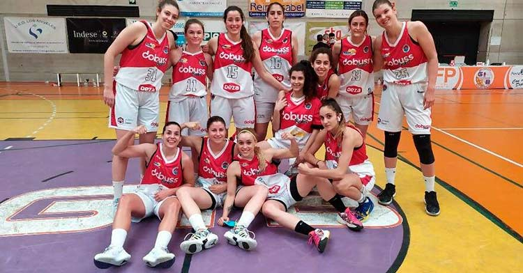 La alegría de las jugadoras del Dobuss Córdoba Basket tras su pase a semifinales.