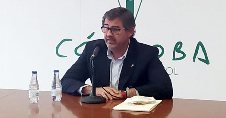 González Calvo durante la presentación de Germán Crespo como nuevo entrenador.