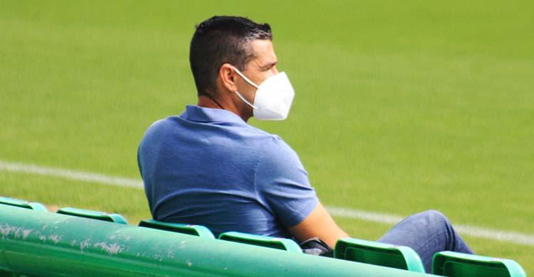 Juanito siguiendo uno de los últimos entrenamientos del Córdoba CF.Juanito siguiendo uno de los últimos entrenamientos del Córdoba CF.