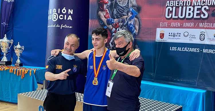 La tercera generación. Rafa Lozano Serrano, acompañado por su padre y abuelo en Murcia.