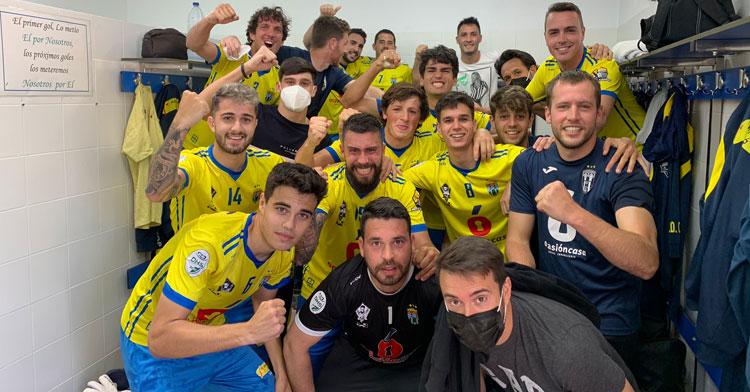 El festejo de los jugadores del Ciudad Jardín tras tumbar al San José