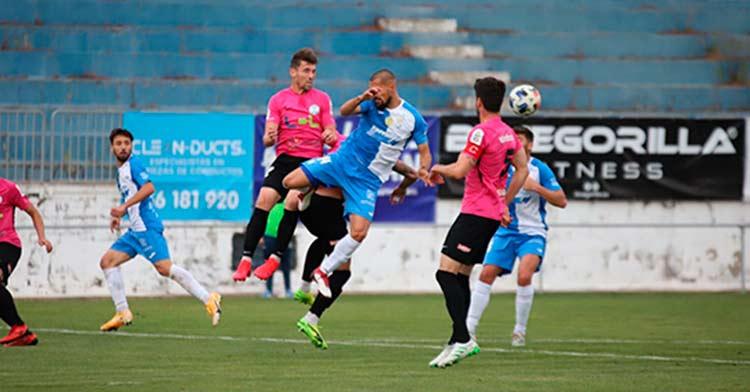 Un lance del encuentro entre el Xerez CD y el Ciudad de Lucena (0-0).