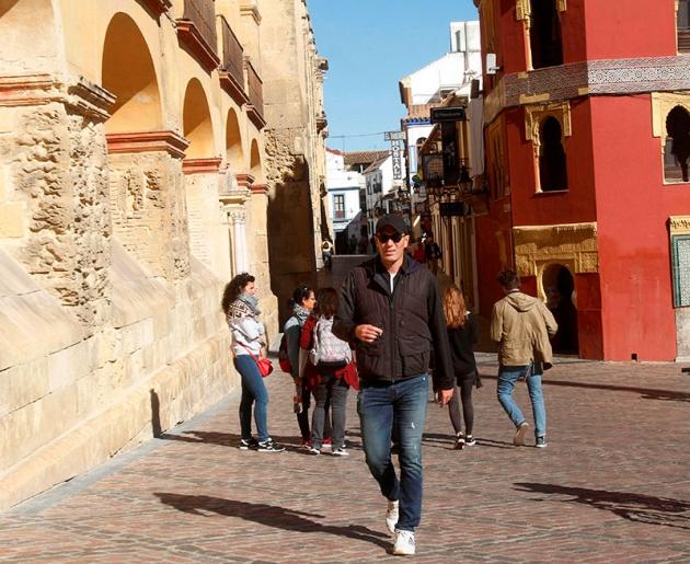 Zinedine Zidane cazado paseando por la Mezquita.