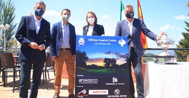 De izquierda a derecha Miguel Ángel Torrico, Juande Benítez, María del Mar Romero y Manuel Torrejimeno posando con el cartel y la Copa Albolafia.