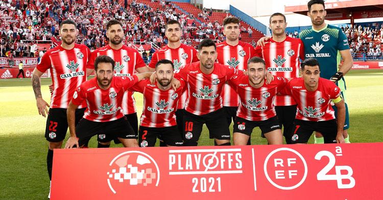 El Zamora de Adri Crespo, el primero por la izquierda arriba, no pudo con el potente Badajoz. Foto: RFEF