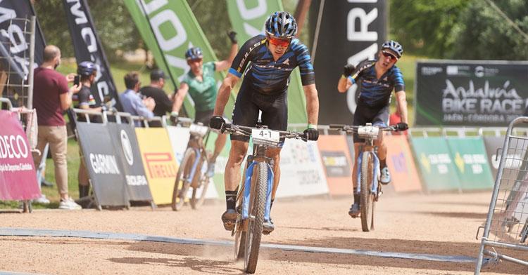 La llegada de este viernes de la Andalucía Bike Race