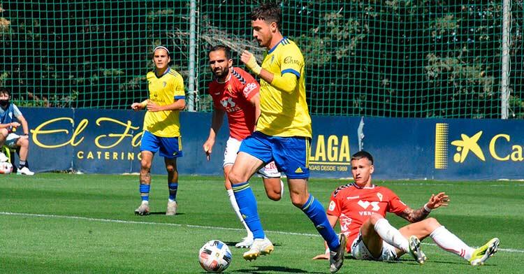 Un lance del encuentro que disputaron Cádiz B y Murcia (0-1) en la jornada 5.