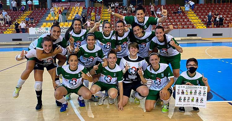 La plantilla del Cajasur Deportivo Córdoba celebrando una de sus victorias. Foto: Cajasur Deportivo Córdoba.
