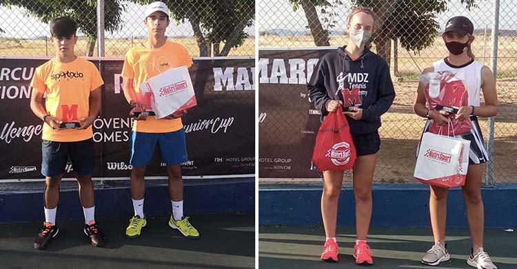 La pozoalbense Candela Yécora junto a los finalistas masculinos y su rival en la final de Villanueva de la Serena.