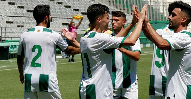 Los jugadores del filial celebrando uno de sus ocho goles a Los Barrios. Foto: CCF