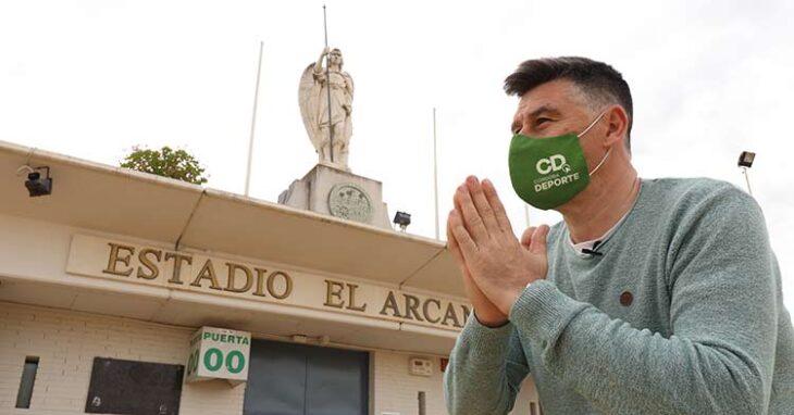 David Jurado rezándole a El Arcángel San Rafael soñando con la Primera RFEF.David Jurado rezándole a El Arcángel San Rafael soñando con la Primera RFEF.