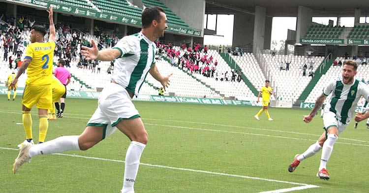 Miguel de las Cuevas celebrando su último gol ante el filial del Cádiz.