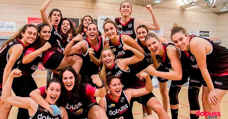 La alegría de las jugadoras del Dobuss Córdoba Basket tras el pase a la final.