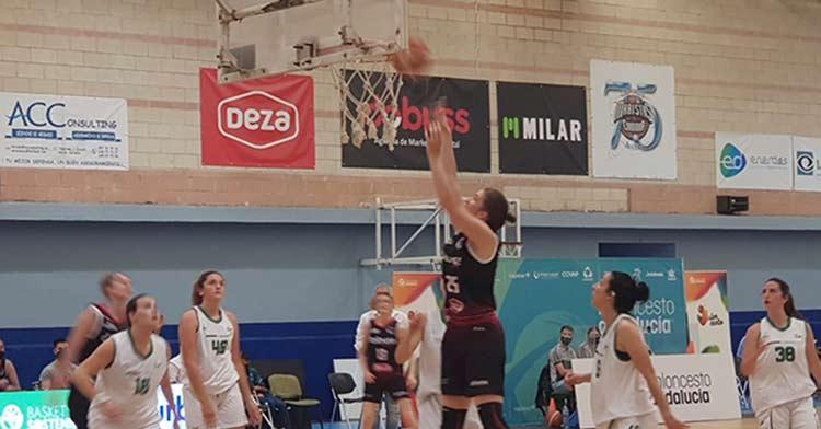 Un lance del encuentro entre Dobuss Córdoba Basket y Náutico de Sevilla.