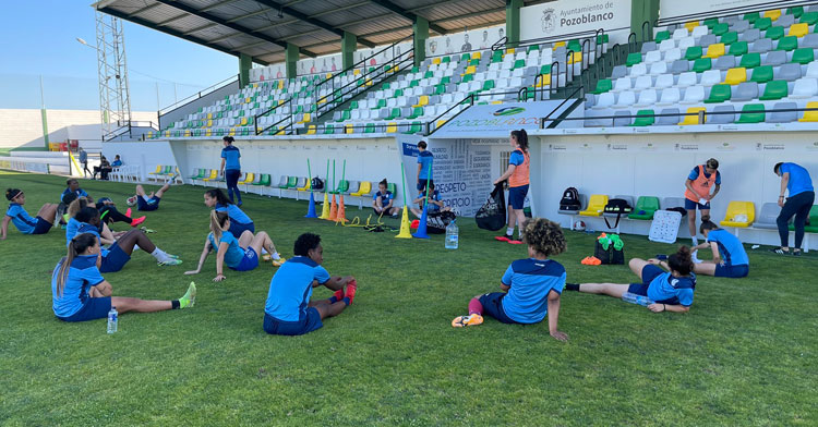 Las jugadoras del Pozoalbense en el Municipal en un entrenamiento de esta semana. Foto: CD Pozoalbense