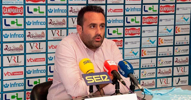 Jorge Torres, presidente del Ciudad de Lucena, en la rueda de prensa informativa. Foto: Ciudad de Lucena.